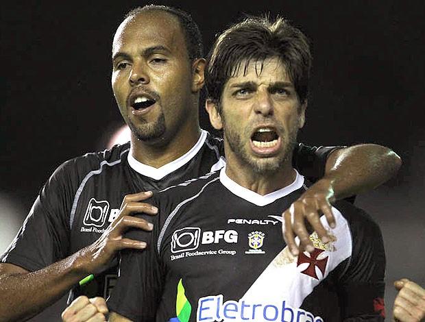 Juninho Pernambucano comemora gol do Vasco contra o Náutico (Foto: Marcelo Sadio / Site Oficial do Vasco da Gama)