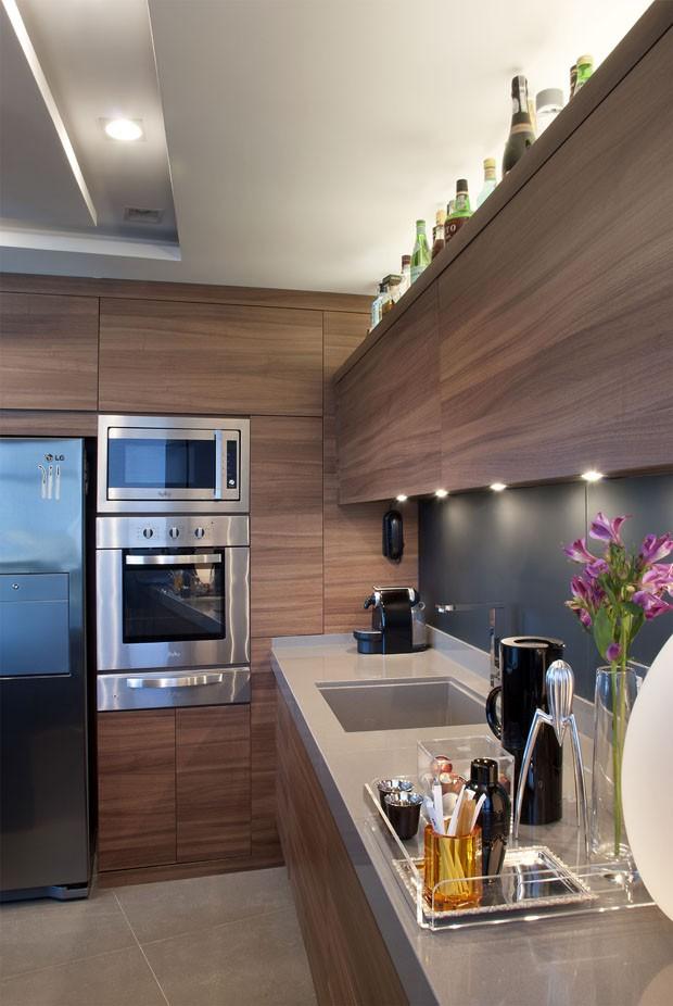 Muitos tons de cinza em um loft elegante casa vogue for Cocinas funcionales y modernas