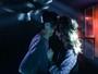 Agatha Moreira troca carinho com músico em clipe de banda