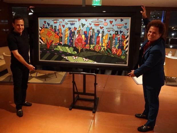 Artista pernambucano entregou presente à cidade diretamente ao prefeito eleito (Foto: Divulgação/Assessoria João Doria)