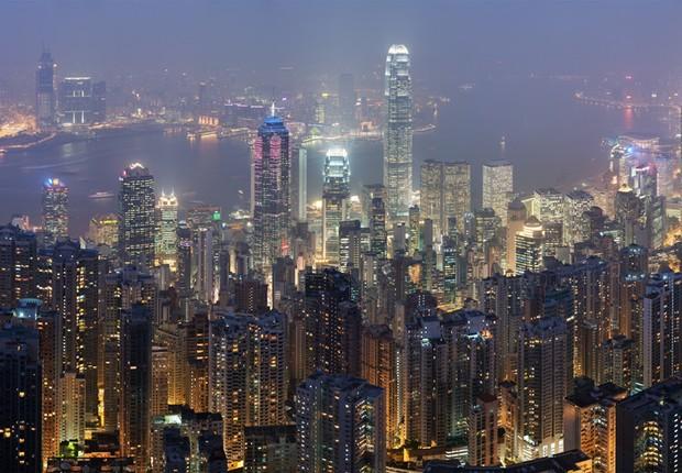 Vista do alto de Hong Kong : importante centro financeiro combina arte, gastronomia e compras (Foto: Wikimedia Commons/Wikipedia)