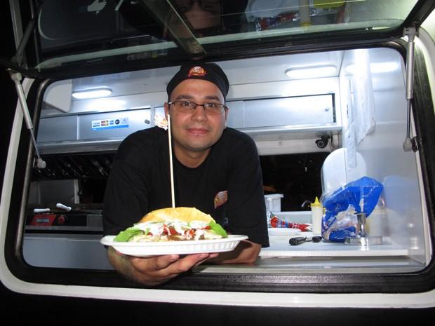 Hambúrguer especial é um dos destaques de evento gastronômico que vai até dia 2 de novembro (Foto: Divulgação/ Arena Food Truck)
