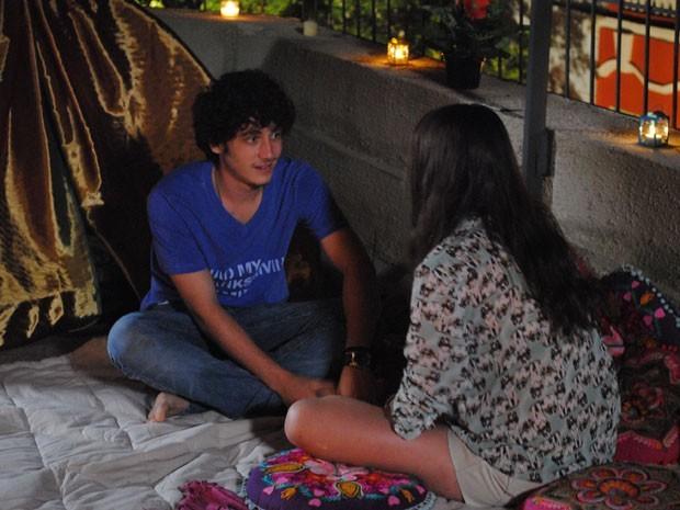 Ju prepara surpresa para a primeira vez e diz que ama Dinho  (Foto: Divulgação/TV Globo)