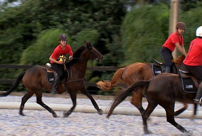 Horseball é a prática esportiva que mescla o cavalo e a bola (Foto: Reprodução/TV TEM)