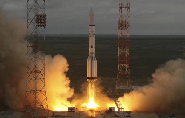Foguete Proton-M que levava satélite mexicano se desintegrou na atmosfera pouco após o lançamento nesse sábado (16) (Foto: Reuters)