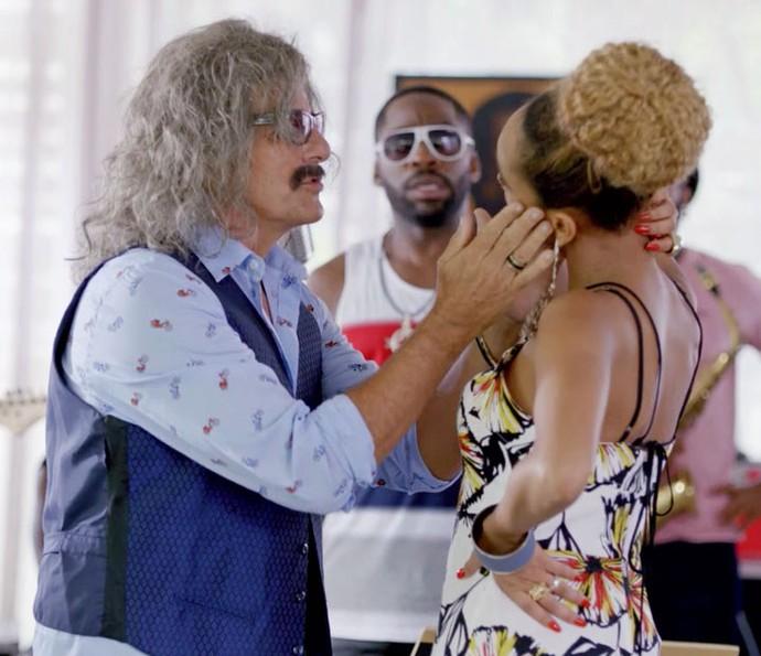 Percival se encanta por Michele (Foto: TV Globo)