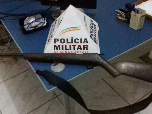 De acordo com familiares, a espingarda polveira estava guardada e o rapaz não tinha autorização para manuseá-la (Foto: Polícia Militar/Divulgação)