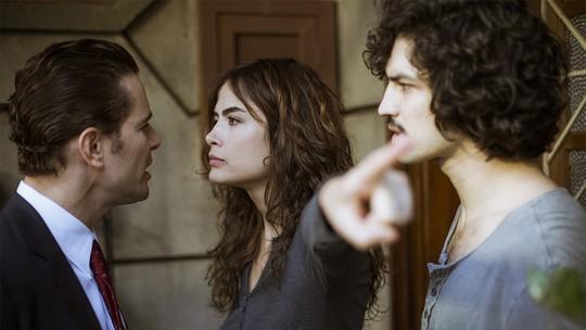 Vitor vai à casa de Renato e cria climão com Rimena