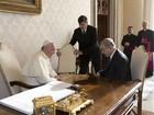 Primeiro-ministro de Israel oferece livro de seu pai ao Papa