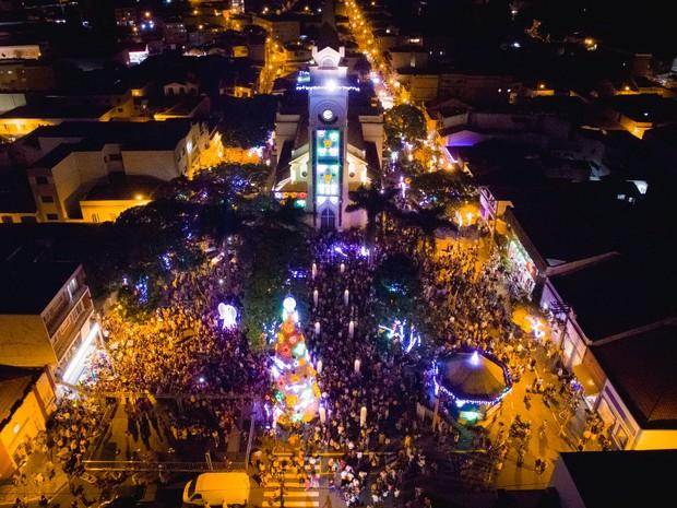 Acender das luzes inicia as festividades do Natal em Socorro (Foto: Marcel Fraga)