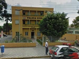 Crime aconteceu em frente à delegacia Seccional de Taubaté. (Foto: Divulgação/Google Street View)