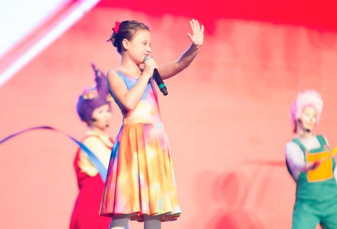 O palco do Show da Rafa virou mesmo uma aquerela cheia de cores (Foto: Eduardo Alexandre/CWB)