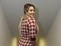 Geisy Arruda aposta em vestido provocante para evento em SP