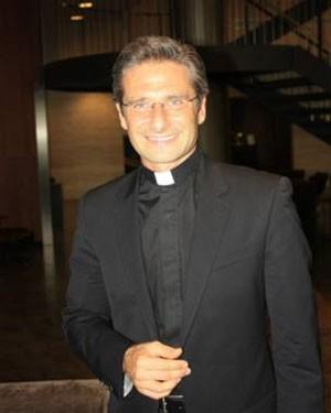 Charamsa ainda acredita que a Igreja Católica aceitará o sacerdócio sem o celibato  (Foto: Liane Aguiar/BBC Brasil)