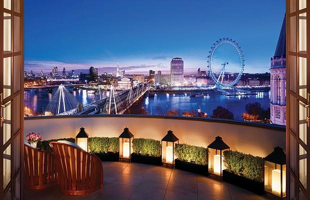 Londres é uma cidade cheia de atrações e pontos turísticos. Da cobertura do Corinthia Hotel London é possível ver duas delas: o rio Tâmisa e a roda-gigante London Eye (Foto: Divulgação)