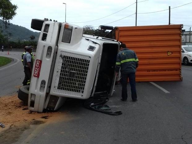Acidente aconteceu na tarde de quinta-feira (28) (Foto: G1)