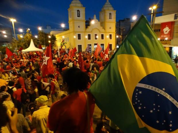 Ato em Caruaru seguiu até o Marco Zero, em frente à Igreja de Nossa Senhora da Conceição (Foto: Joalline Nascimento/ G1)