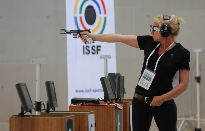 Maria Grozdeva, da Bulgária, na Copa do Mundo de Tiro Esportivo, evento-teste para os Jogos Olímpicos do Rio (Foto: Rossana Fraga \ Divulgação CBTE)