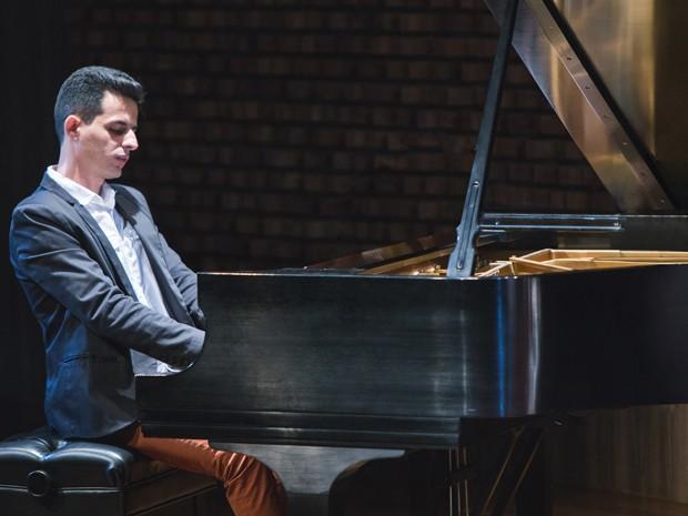 """O jovem pianista Diogo Monzo foi selecionado entre os Top 5 no """"Made in New York Jazz Competition"""" e eleito um dos melhores instrumentistas do ano pelo site """"melhores da música brasileira"""". (Foto: Igor Gripp/Divulgação)"""