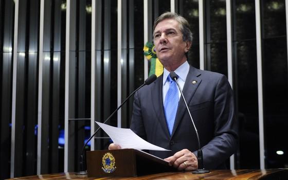 O senador Fernando Collor (PTB-AL) em discurso no Senado. Ele insultou o procurador-geral da República, Rodrigo Janot (Foto: Jefferson Rudy /Agência Senado)