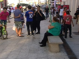 Comércio registra movimento no sábado que antecede dia das mães em Araxá (Foto: Reprodução/TV Integração)