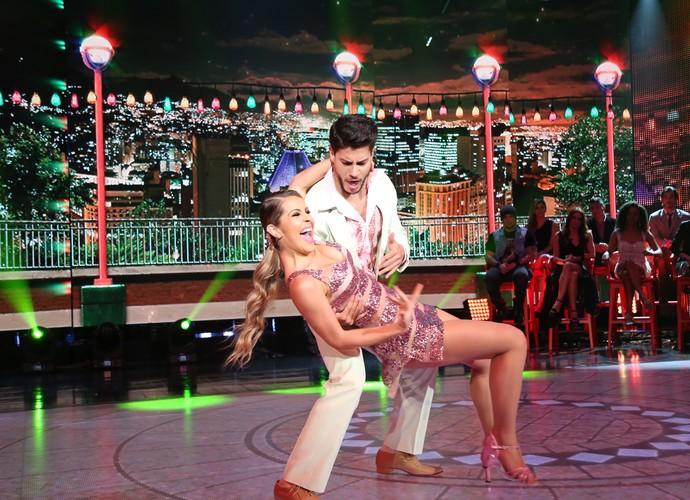 Arthur Aguiar e Mayara Araújo se divertiram no palco do 'Domingão' (Foto: Carol Caminha/Gshow)