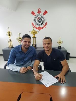 Natan, cria da base do Santos, fecha com o Corinthians por dois anos