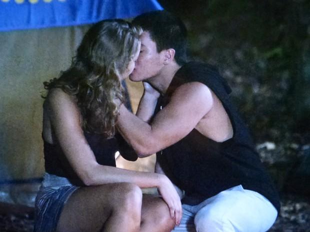 Duca beija Paty (Foto: TV Globo)