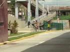 Passageiros dividem passarela do T.I. Santa Luzia com motos e bicicletas