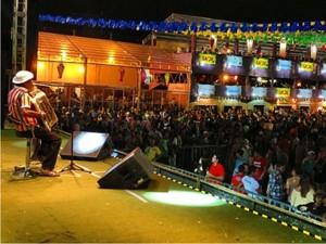 Além de Gilberto Gil, Pinto do Acordeon foi uma das atrações na noite deste sábado em Campina Grande (Foto: Divulgação/CodecomCG)