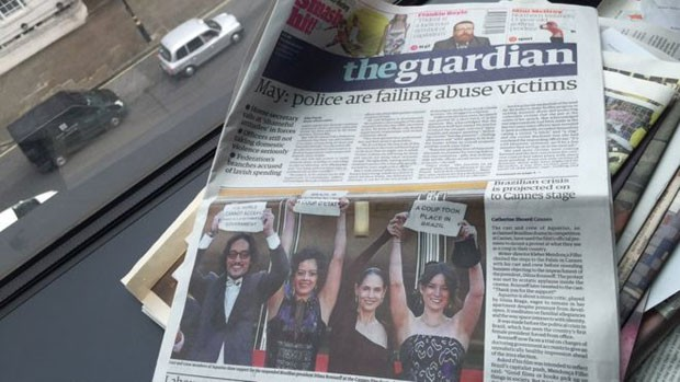 Foto de protesto ilustrou capa do britânico 'The Guardian' (Foto: BBC Brasil)
