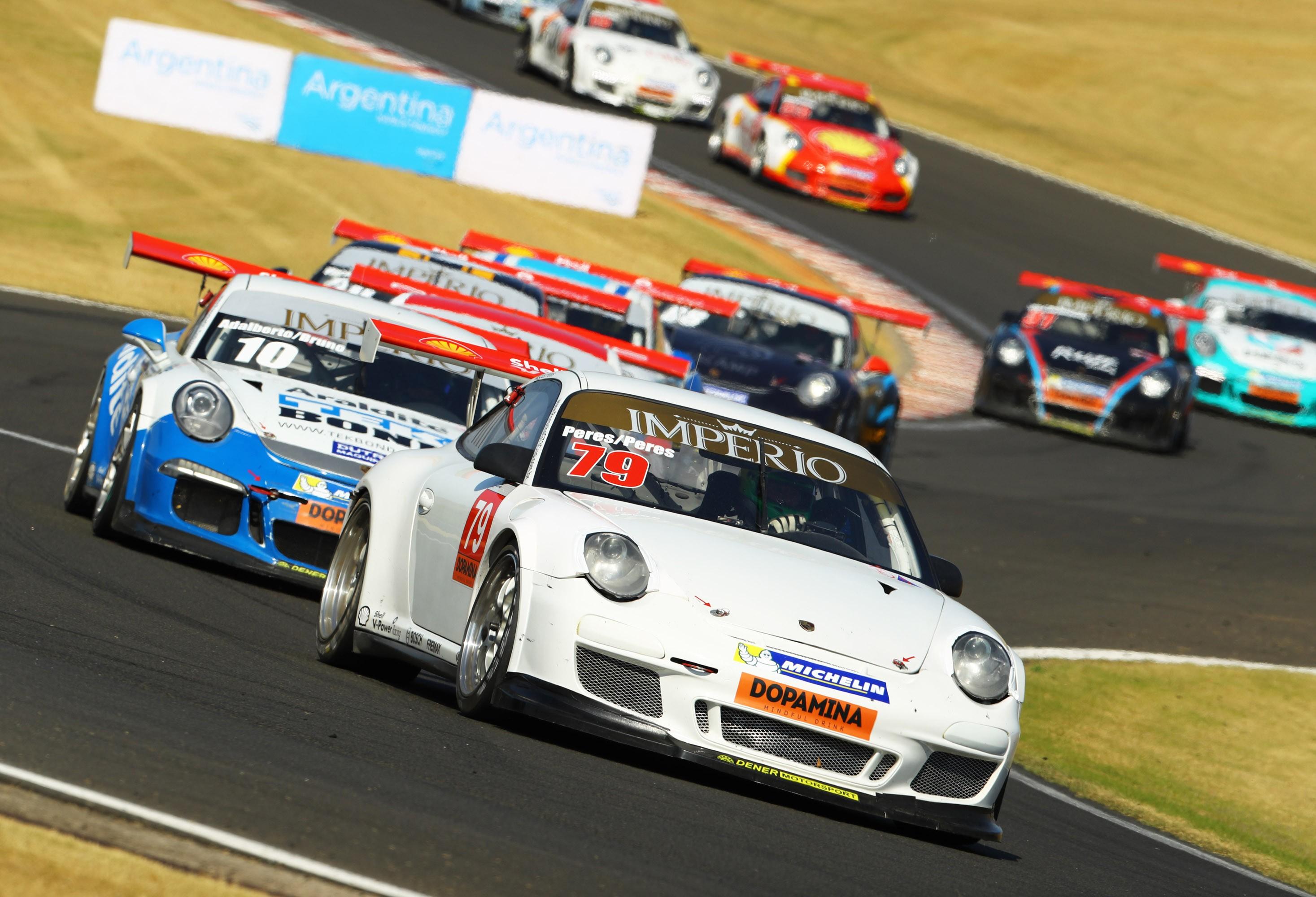 O Porsche #79 categoria Challenge da dupla Marcus Peres/Lucas Peres (Foto: Porsche Império GT3 Cup/Luca Bassani)