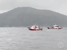 Empresa retira embarcação que naufragou em alto-mar na Costa Verde