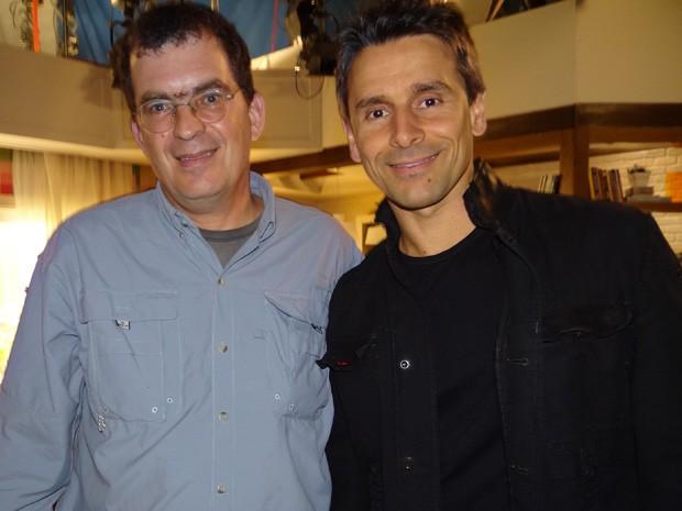 Diretor recebe Murilo Rosa nos studios de Salve Jorge (Foto: Salve Jorge / TV Globo)