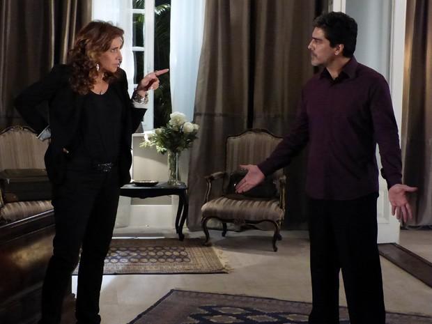 Wanda diz que está nas mãos de Santiago (Foto: Salve Jorge/TV Globo)