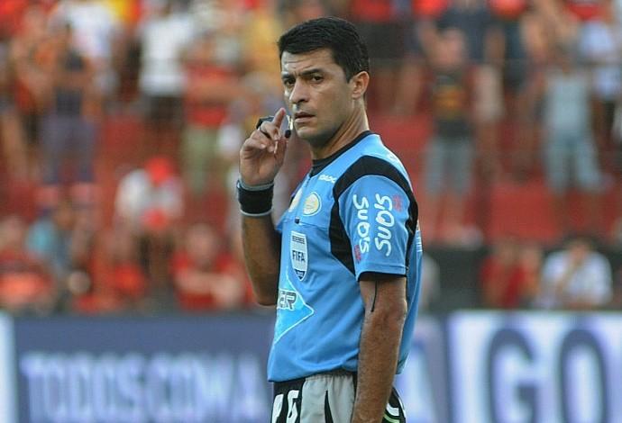 Sandro Meira Ricci - árbitro (Foto: Aldo Carneiro)