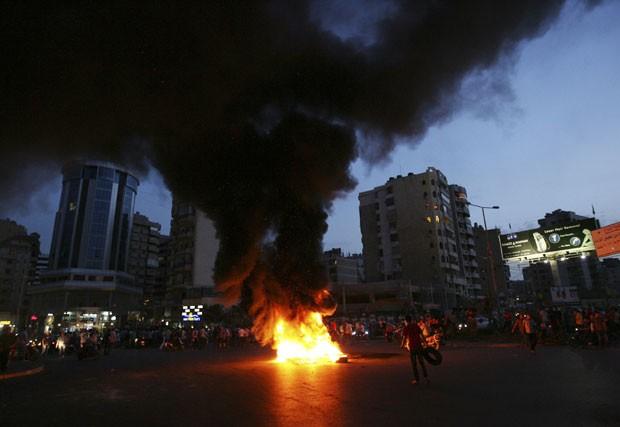 Xiitas protestam contra o sequestro de peregrinos libaneses que foram tomados por rebeldes sírios, segundo familiares (Foto: Hasan Shaaban/Reuters)