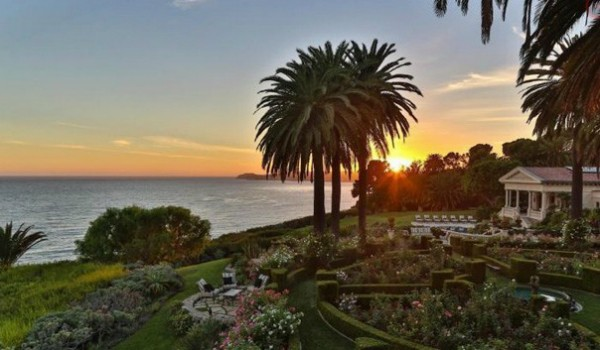 A casa tem vista  e deck para o mar (Foto: Chris Cortazzo Malibu Real Estate)