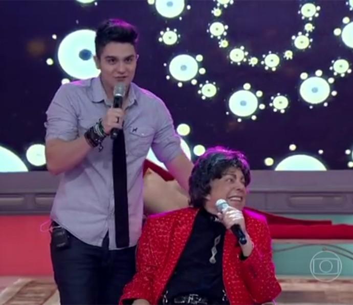Luan Santana fez uma surpresa para Cauby Peixoto no palco do Encontro com Fátima Bernardes (Foto: Reprodução )