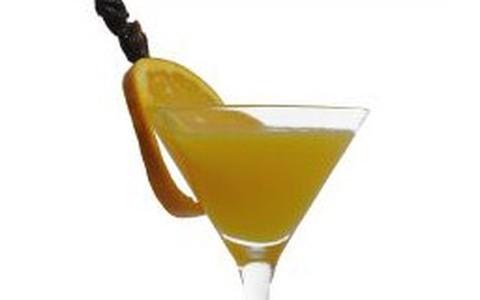Sparkler leva laranja, limão e angostura