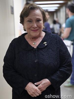 Nicette Bruno, sempre sorridente, volta para as gravações (Foto: Pedro Curi/ TV Globo)