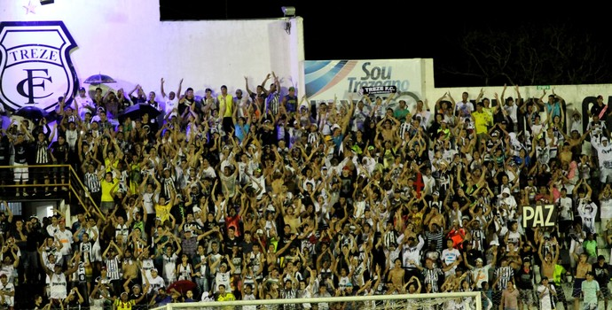 Torcida do Treze lota o Estádio Presidente Vargas na partida contra o Campinense (Foto: Leonardo Silva / Jornal da Paraíba)