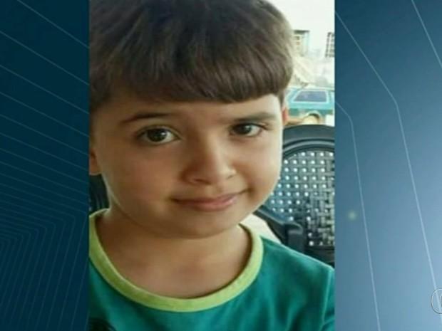 Carlos Alessandro Nunes Ferreira, de 7 anos, morreu após ser atingido por uma trave de gol, em Goiás (Foto: Reprodução/TV Anhanguera)