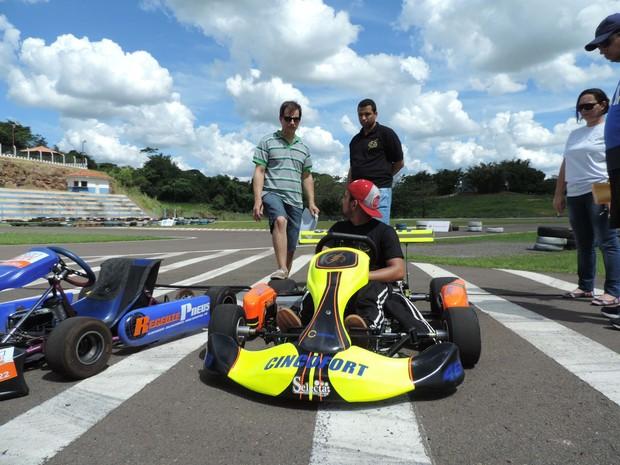 Equipe Speed Kart investiu cerca de R$ 7 mil no carro (Foto: Heloise Hamada/G1)