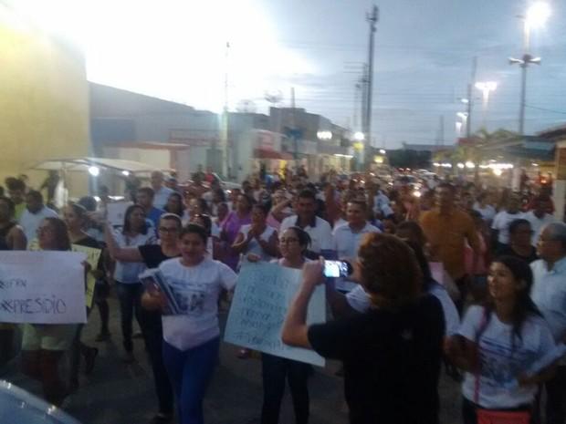 Moradores protestam contra construção de presídios em Afonso Bezerra, RN (Foto: Hiago Felix)