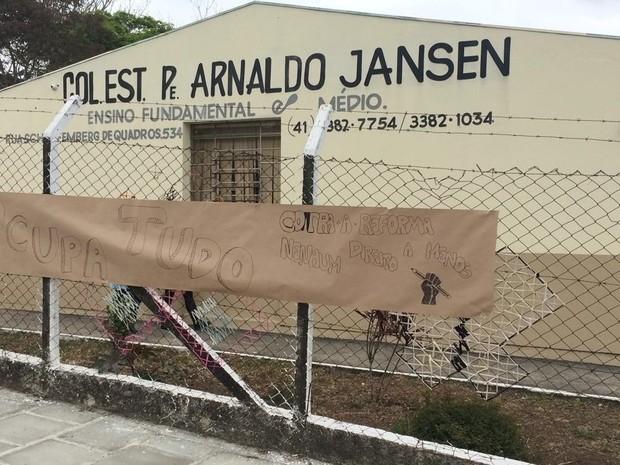 Escola fica localizada em São José dos Pinhais  (Foto: Karine Garcia / RPC)