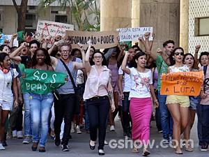 Alunos ficam contra a decisão do reitor (Foto: Geração Brasil / TV Globo)