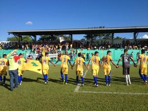 Interporto entra em campo no estádio Ribeirão, em Tocantinópolis (Foto: Vilma Nascimento/GloboEsporte.com)