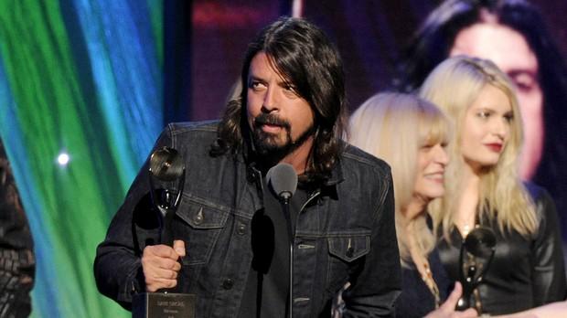 Dave Grohl se emociona ao falar de Kurt Cobain e da poca da banda Nirvana (Foto: Charles Sykes/Invision)