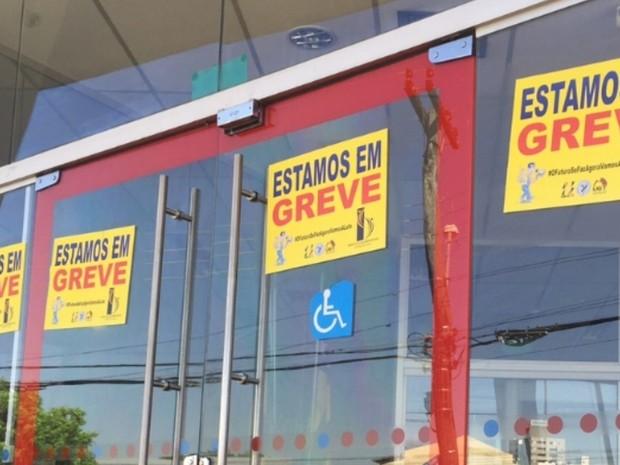 Bancários entram em greve em agências de Goiás (Foto: Murillo Velasco/G1)